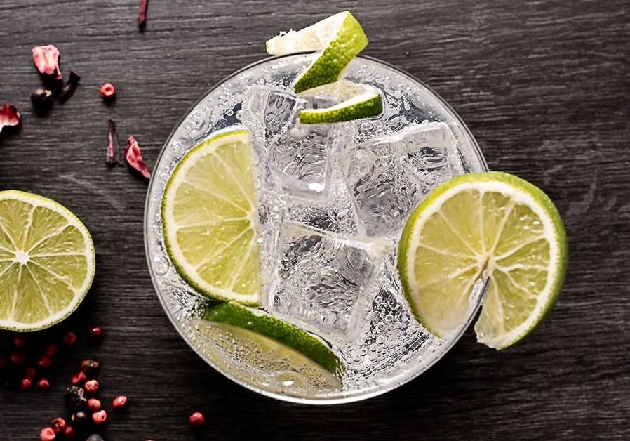 healthier-alcoholic-clear-drink-with-lime